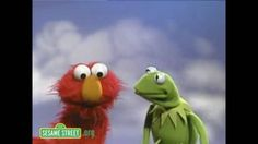 Elmo sings a song about colors