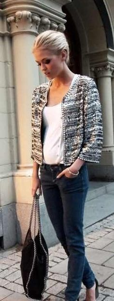 Simple Outfit Gone Fab.We Love Our Cropped Jackets! - textured crop jacket with skinny jeans. Switch to flat and you have your casual Friday. Looks Street Style, Looks Style, Style Me, Look Fashion, New Fashion, Womens Fashion, Fashion Trends, Fashion Beauty, Fashion Design