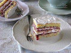 torta farcita panna e frutti di bosco
