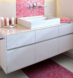 ausschnitt der badewanne mit whirlpoolfunktion es ist die armatur mit handbrause und. Black Bedroom Furniture Sets. Home Design Ideas