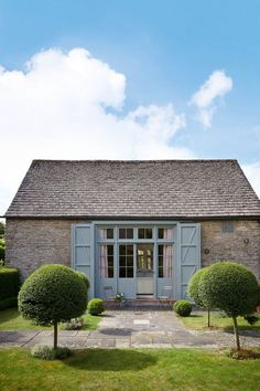 In decorator Emma Burns's garden, she set about transforming an 18th century barn into a stylish guest cottage.   [i]Taken from the February 2015 issue of House & Garden.[/i]