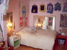 charlinebataille:  introducing my sweet/weird home
