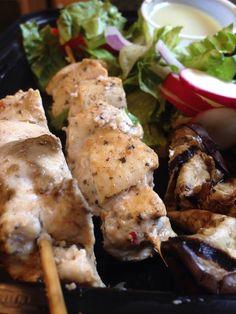 Chicken Souvlaki Salad Chicken Souvlaki, Chicken Wings, Salad Recipes, Salads, Meals, Food, Meal, Salad, Yemek
