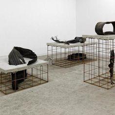 <02.> Artistes - Mike Nelson Contemporary Sculpture, Contemporary Art, 3d Things, Artistic Installation, Art Furniture, Land Art, Postmodernism, Furniture Inspiration, Sculpture Art