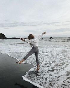 I love to cook, my husband and I collect wine, and in my head, I am usually on island, walking the beach listening to the song of the ocean. Poses Photo, Insta Photo Ideas, Photos Voyages, Jolie Photo, Summer Photos, Beach Pictures, Beach Bum, Travel Photography, Beach Photography Poses