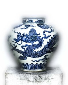 Jar with dragon, early 15th century Ming dynasty (1368–1644), Xuande mark and period (1426–35) China Porcelain painted with cobalt blue under transparent glaze (Jingdezhen ware)