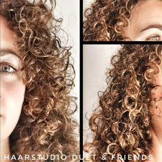 Prachtige krullen geknipt in natuurlijk krullend haar, een fris geknipt krullenmodel is de basis voor een mooie volume volle krullenbos, bij krullenkapper Haarstudio DUET & friends te Hengelo. #krullenspecialist #krullenkapper #krullen #knippen #krullenknippen #krulknippen #curls #kapper #curlygirl #curly #curlyhair #hair #hairstyle #curlyhairstyles #haarstudioduet #bighair #beauty #hengelo #enschede #oldenzaal #krullenknippenhengelo #duetcurls #naturalhair #natural #twente #overijssel Curls, Curly Hair Styles, Dreadlocks, Beauty, Dreads, Beauty Illustration, Locs