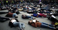 Διαμαρτυρία κατά των γυναικοκτονιών στο Παρίσι | Η Εφημερίδα των Συντακτών