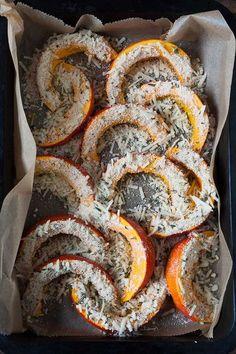 Roasted Pumpkin with Parmesan Crunchy . - Roasted pumpkin with parmesan crust. For this quick and … Informations About Gerösteter Kürbis m - Pumpkin Recipes, Vegetable Recipes, Fall Recipes, Low Carb Recipes, Cooking Recipes, Healthy Recipes, Slow Cooking, Roast Pumpkin, Parmesan Crusted