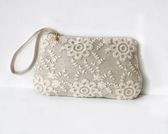 Linen and Lace zippered clutch purse with gold metal zipper, Rustic wedding, bridesmaid gift, bridesmaid clutch
