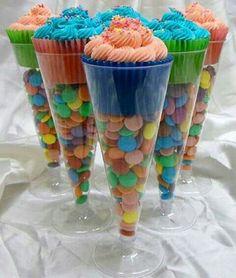 Cono de dulces con cupcake