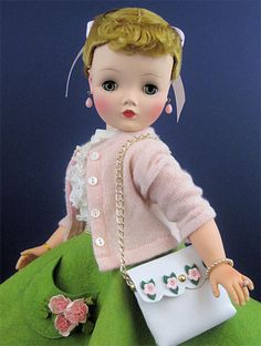 Vintage Cissy by Madame Alexander. These dolls are tres cool!