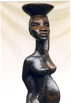 Bij haar atelier in Sanssat heeft zij een eigen galerie en beeldentuin en daarnaast geeft zij lessen en workshops.  http://art-en-france.nl/yolandeweerdenburg.html …