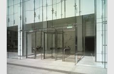 One Post Office Square in Boston by CBT architects Glass Room, Glass Walls, Office Entrance, Front Elevation Designs, Revolving Door, Glass Structure, Glass Facades, Empty Spaces, Facade Design