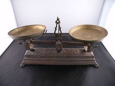 Antique cast iron candy or farm scale, 5 kilo, complete, heavy & ornate, works