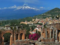View from Taormina, Sicily toward Mount Etna - Wolfgang Thieme ©DPA