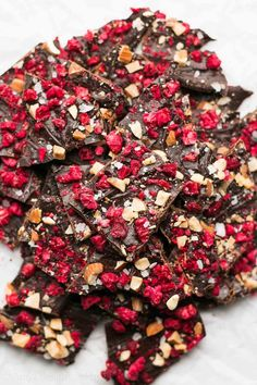 Satisfy your sweet tooth craving with this Raspberry Dark Chocolate Bark recipe. Healthy Dark Chocolate, Low Carb Chocolate, Chocolate Bark, Homemade Chocolate, Chocolate Recipes, Raspberry Chocolate, White Chocolate, Toffee, Candy Recipes