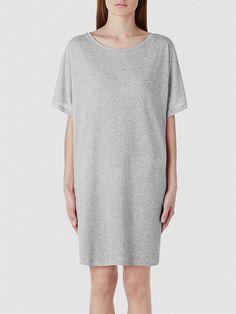 """Selected Femme - Lässige Passform - 85% Polyester, 15% Baumwolle - Runder Kragen - Melange-Farbeffekt - Weiche und leichte Qualität. Das Model ist 179 cm und trägt Größe M/38. Dieses essenzielle Sommerkleid verfügt über eine schicke kurze Länge, perfekt um deine """"sommerfrischen"""" Beine zur Geltung bringen zu können. Das Kleid ist sehr schlicht, dadurch ist es einfach mit den meisten Kleidungsstü..."""