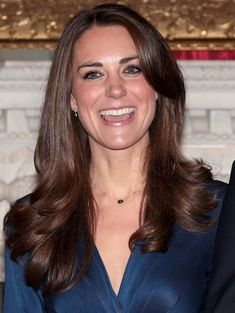 Prince William and Kate Middleton pose for photographs in the State Apartments of St James Palace on November 2010 in London, England Style Kate Middleton, Kate Middleton Wedding, Kate Middleton Photos, Celebrities With Green Eyes, People With Green Eyes, Cheryl Cole, Jane Fonda, Prince William And Kate, William Kate