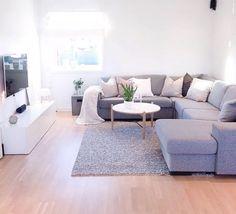 Semplice soggiorno colore bianco - Imbiancare per aumentare la luminosità degli spazi - pareti bianche