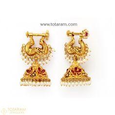 Gold Jhumka Earrings, Indian Jewelry Earrings, Gold Bridal Earrings, Jewelry Design Earrings, Gold Earrings Designs, Gold Jewellery Design, Gold Drop Earrings, Gold Hanging Earrings, Hoop Earrings