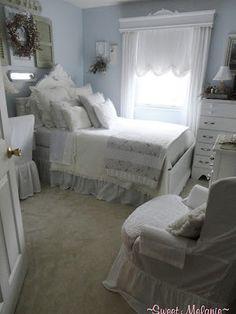 Shabby chic/cottage decor (my shabby shack) Big Girl Bedrooms, Girls Bedroom, Bedroom Ideas, Beach Bedrooms, Blue Bedrooms, Beach Cottage Style, Shabby Chic Cottage, Daughters Room, White Cottage