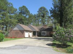 This 2843 sq.ft., 4bed/3bath home is on a large lot (0.97 acre) in Pocahontas, AR.