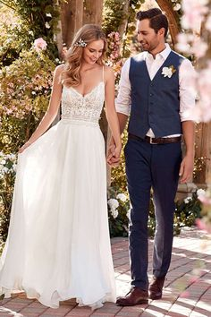 Rebecca Ingram affordable designer wedding dresses and bridal gowns for the budget conscience bride Making A Wedding Dress, Used Wedding Dresses, Designer Wedding Dresses, Informal Wedding Dresses, Wedding Robe, Boho Wedding, Wedding Gowns, Wedding Tips, Casual Country Wedding
