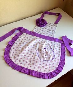Vintage Apron Pattern, Aprons Vintage, Diy Sewing Projects, Sewing Crafts, Clothespin Bag, Hand Embroidery Videos, Decoupage Box, Granny Chic, Stylish Dress Designs