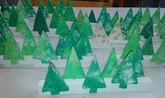 Vrolijk kerstfeest - kleiboompjes op houten latjes