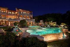 Over the top luxury. Beautiful backyard and pool. Home Goods Decor, House Goals, Luxury Real Estate, Luxury Lifestyle, Millionaire Lifestyle, My Dream Home, Dream Homes, Dream Big, Exterior Design