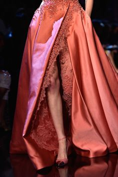 Elie Saab Couture: For the Decadent Fairy Queen in You Fashion Details, Look Fashion, Luxury Fashion, Fashion Design, Couture Fashion, Runway Fashion, Fashion Glamour, Paris Fashion, Elie Saab Couture