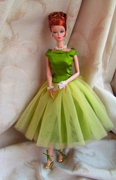 Barbie RedHead SilkStone in Vintage green gown.  Look at those strappy shoes!  Love her side burn curl too!