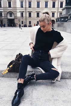 25 Charming Outfits With Black Jeans For Inspiration - Pastel Outfit, Fall Winter Outfits, Autumn Winter Fashion, Fall Fashion, Outfits Spring, Autumn Style, Fashion 2016, Fashion Black, Winter Clothes