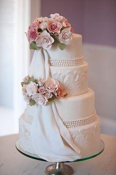 Gorgeous Wedding Cake Fresh Flowers Combo You Will Love – Bridezilla Flowers Gorgeous Cakes, Pretty Cakes, Amazing Wedding Cakes, Amazing Cakes, Wedding Cake Bakery, Fantasy Cake, Cake Gallery, Wedding Cake Inspiration, Occasion Cakes