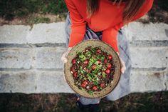 Čočkový salát s rajčaty a koriandrem Acai Bowl, Breakfast, Tableware, Kitchen, Pottery, Anatomy, Baking Center, Ceramics, Dinnerware