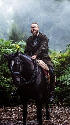 Find images and videos about vikings, ragnar lothbrok and ragnar on We Heart It - the app to get lost in what you love. Ragnar Lothbrok Vikings, Rollo Vikings, Vikings Travis Fimmel, Vikings Tv Show, Vikings Tv Series, Viking Men, Viking Warrior, Viking Shop, Viking Beard