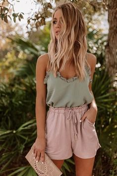 20 Cute Summer Outfits for Women - classy Summer Outfits For Women Check the webpage for more. classy Summer Outfits For Women Source by juliamcrey - Classy Summer Outfits, Cute Casual Outfits, Retro Outfits, Short Outfits, Outfits For Teens, Casual Shorts Outfit, Outfit Beach, Casual Summer Outfits For Women, Comfy Outfit