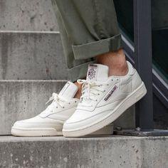 Paire emblématique de chez Reebok : la Reebok Club C #chaussures #baskets #sneakers #reebok #clubc #reebokclubc Reebok Club C, Baskets, Men's Shoes, Abs, Sneakers Reebok, Leather, Models, Products, Templates