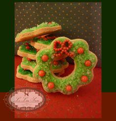 Bolachas personalizadas para o Natal! Por  Giselle Minella  NATAL GUIRLANDA Sabores sugeridos: Baunilha, chocolate, ovomaltine, canela, nozes e morango.   Encomende pelo blog: www.lelieusucre.com.br