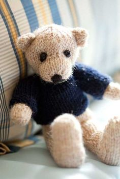 Knitted Edward Bear - Free Pattern