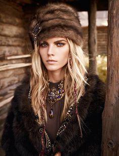 Женская шапка из шиншиллы