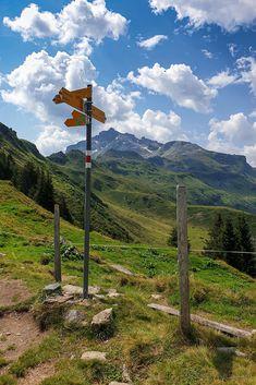 Kärpfbrugg-Rundwanderung auf der Mettmenalp beim Garichtisee Places In Switzerland, Mountains, Nature, Travel, Road Trip Destinations, Naturaleza, Viajes, Destinations, Traveling