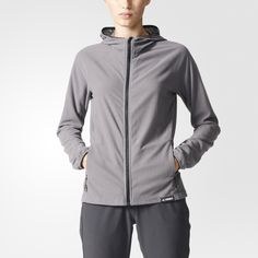 18aebb03b58 Esta chaqueta de outdoor para mujer se ha confeccionado en un suave tejido  de felpa con