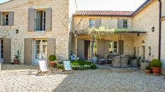 Check out this amazing Luxury Retreats property in Provence, with 5 Bedrooms and a pool. Browse more photos and read the latest reviews now.