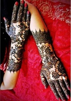 The Arabic patterns comprise flowers and leaves in varying patterns.