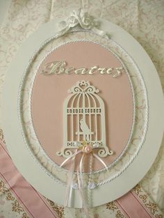 Porta de maternidade Candy Stand, Laser Art, Fun Crafts To Do, Baby Baskets, Baby Kit, Baby Wall Art, Wood Gifts, Home And Deco, Diy Signs