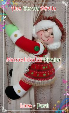 Muñecos cortineros Preciosos muñecos de nieve, ratones, jengibres, renitos y Noeles ideales para decorar las cortinas. Elaborados en ... Christmas Holidays, Christmas Crafts, Christmas Decorations, Xmas, Christmas Ornaments, Felt Crafts, Diy Crafts, Noel Gifts, Spanish Holidays