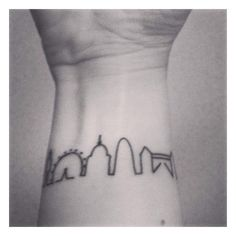 I'm just about to leave London after nearly 3 years of being here. This is to remind me of the. London Skyline Tattoo, London Tattoo, I Tattoo, Cool Tattoos, Tattoo Quotes, Tatoos, England Tattoo, Marathon Tattoo, Italy Tattoo