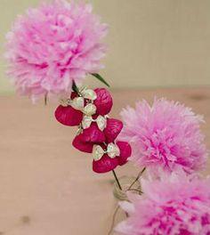 Como fazer arranjo de flores com papel crepom - Vale o Clique!